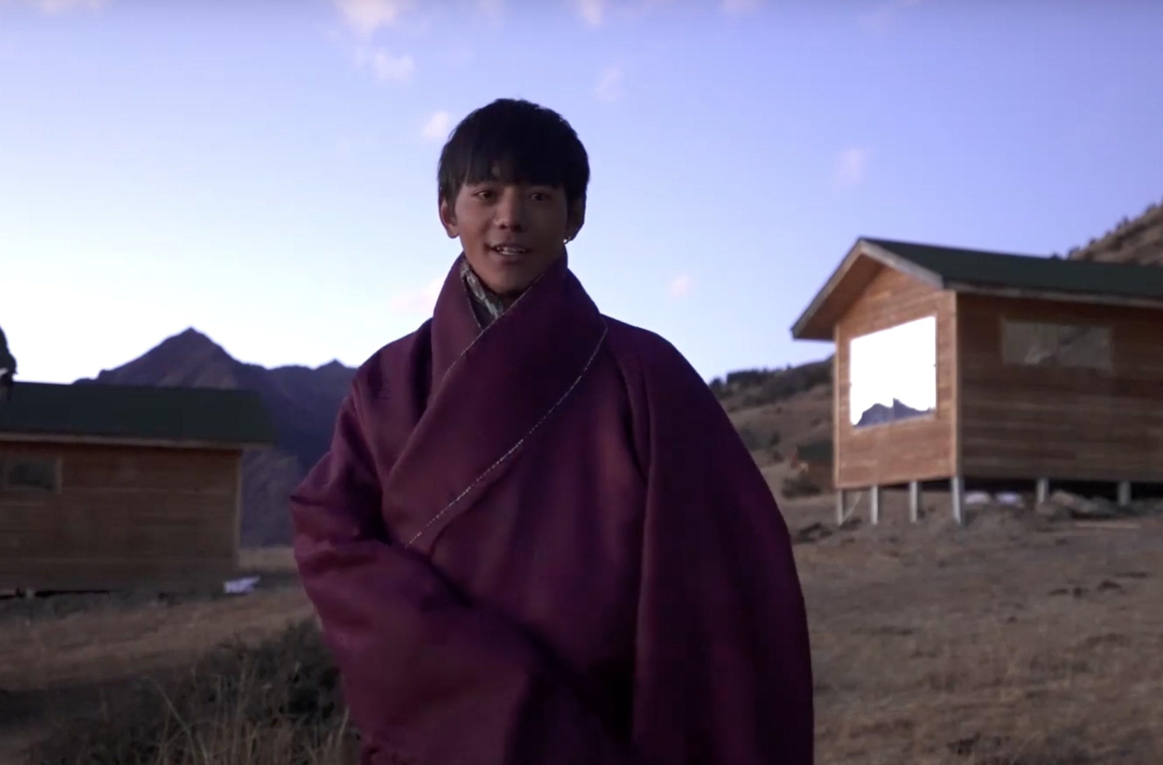 丁真(ディン・ジェン) チベット 民族衣装
